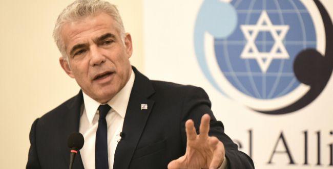 לפיד על הבחירות בבריטניה: קורבין הוא אנטישמי וגזען