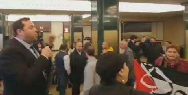 צפו: פעילי BDS התפרצו לכנס של יוסי דגן במדריד
