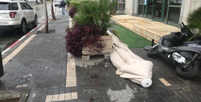סופות חול בדרום; אדם נפגע בינוני מאבן שעפה בסופה