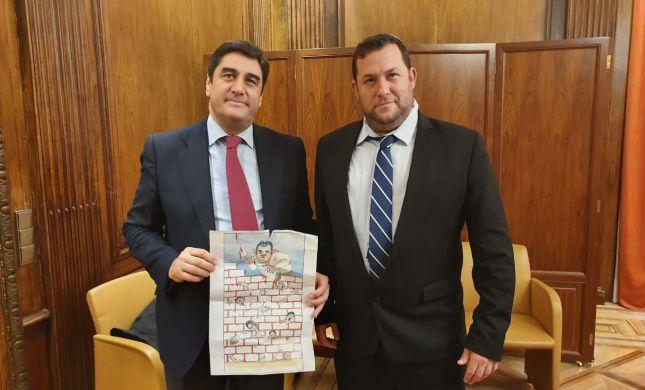 פעילי BDS הפיצו כרזה אנטישמית נגד יוסי דגן