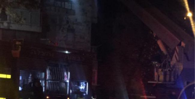 מרפסת עלתה באש בירושלים מנרות החנוכה