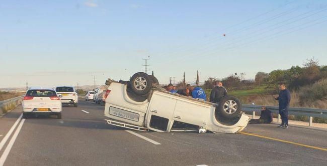 תוך דקות ספורות: 6 פצועים בשתי תאונות בכביש 6