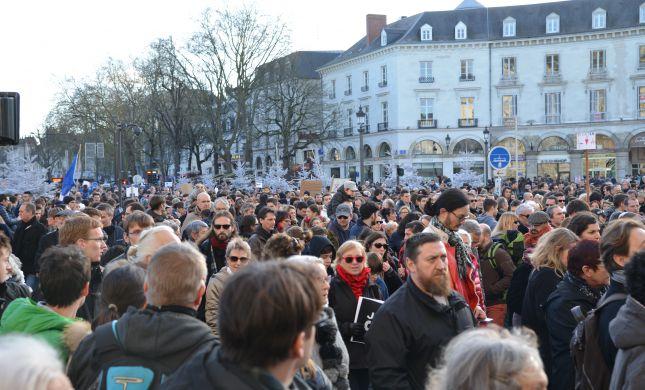 מחאת ענק בצרפת: מגדל אייפל נסגר, כבישים נחסמו
