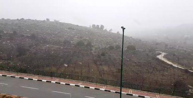 צפו: שלג קל בירושלים; שלג של ממש ביהודה ושומרון