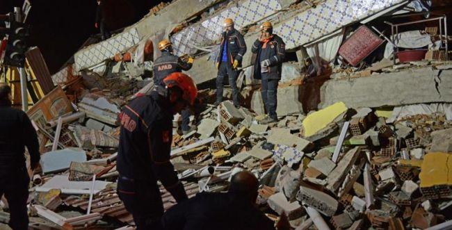 טורקיה: מניין ההרוגים ברעידת האדמה עלה ל-35