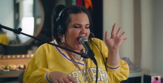 """""""חטפתי שפעת"""": נטע ברזילי יוצאת בשיר מפתיע. צפו"""
