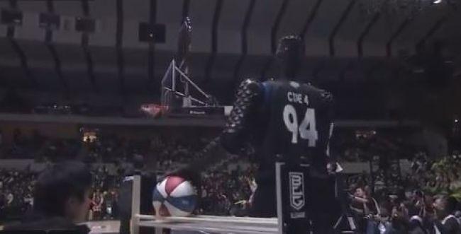 לא מושלם: גם הכדורסלן הרובוטי מסוגל להחטיא. צפו