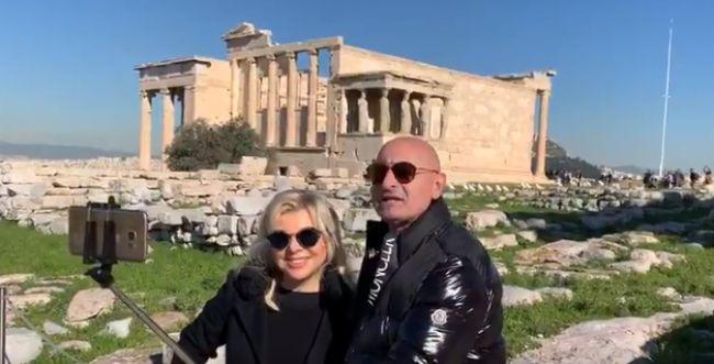 צפו: כך התקבלה שרה נתניהו בסיור באתונה