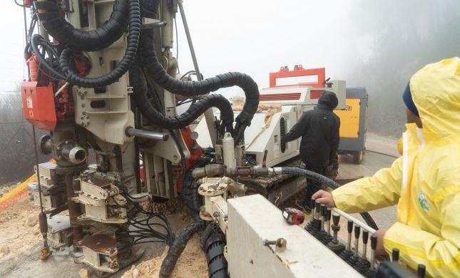 """צפו: צה""""ל מניח מכשור טכנולוגי לגילוי מנהרות"""