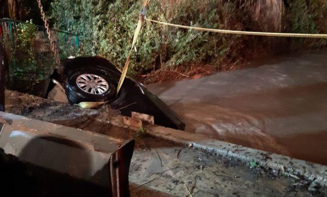 נקבע מותו של אדם שנסחף עם רכבו בשטפון