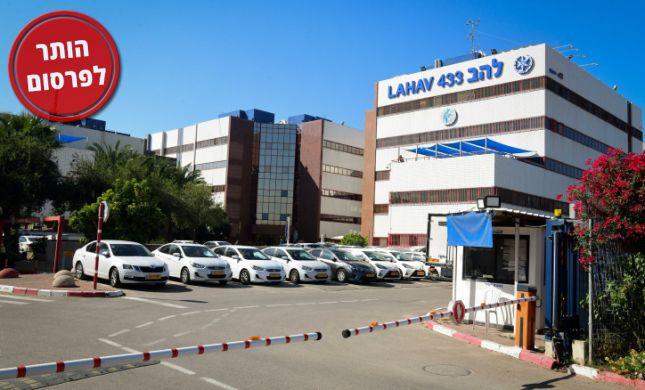 """קצין בשב""""ס חשוד בהברחת טלפונים למחבלים בכלא הישראלי"""