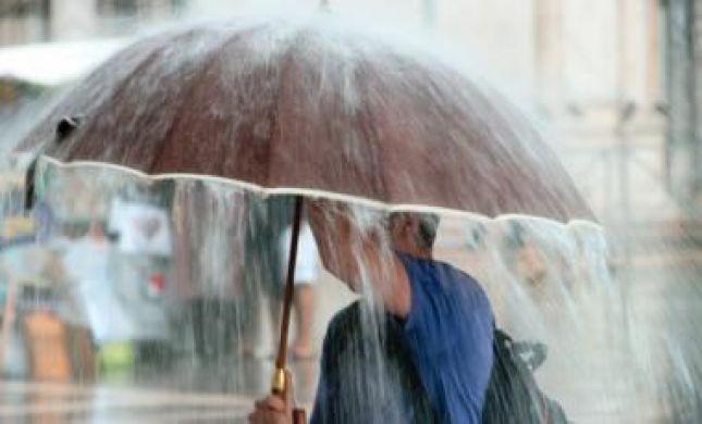 """הסערה תיחלש, הגשם לא עוצר: תחזית מזג האוויר לסופ""""ש"""