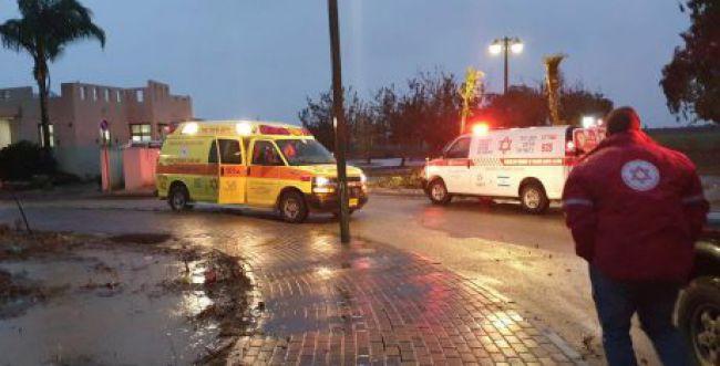 """נזקי מזג האוויר: גבר בן 40 פונה לביה""""ח במצב קשה"""