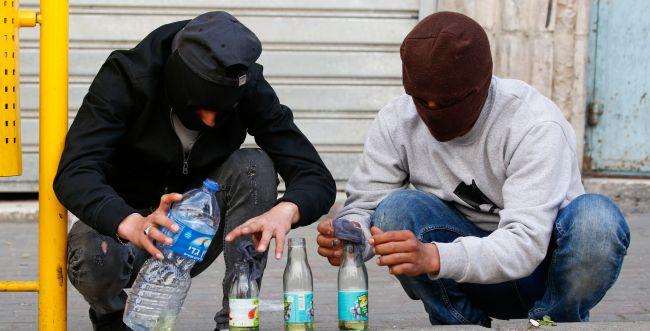 כתב אישום נגד צעיר שזרק בקבוקי תבערה