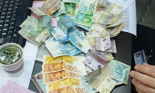 """הביקור ניצל: הפקח החזיר ארנק ובו 10,000 ש""""ח"""