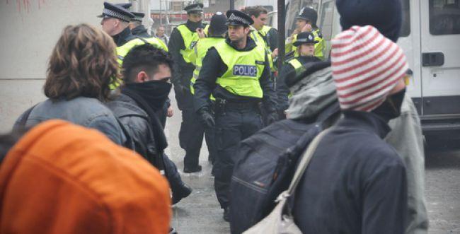 פיגוע דקירה בלונדון:המחבל חוסל. צפו בתיעוד מהזירה