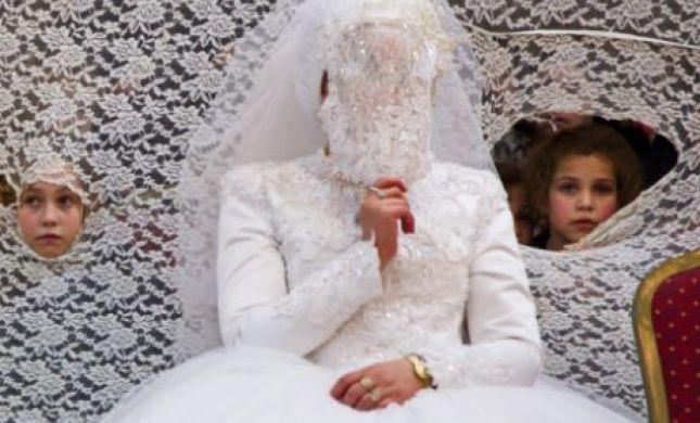 החתן והכלה נרדמו; הרבנים התירו להם לנסוע בשבת