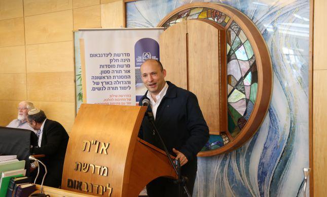 בנט: השמאל שולח תחקירנים לחפש את הרבנים