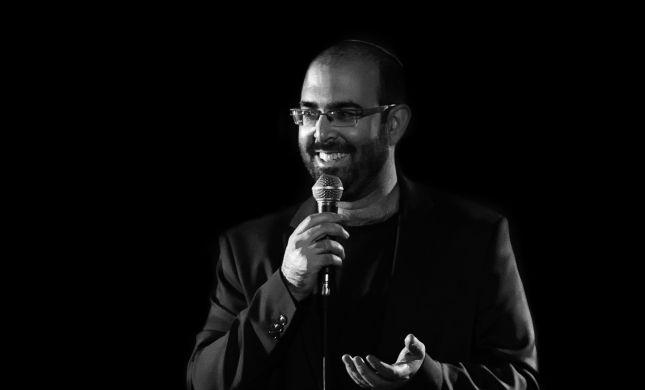 צפו: אמיר מויאל במחרוזת של משחקי מילים
