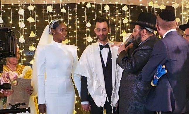 השראה: הכוכבת התחתנה בשמלת כלה צנועה ומרהיבה