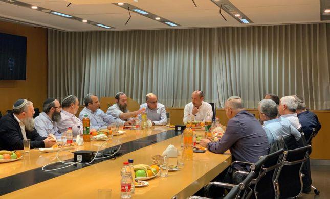 """שר הביטחון נפגש עם מועצת יש""""ע"""