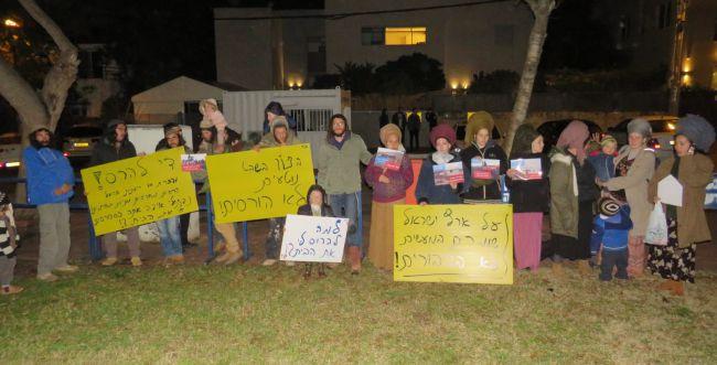 הפגנה מול ביתו של בנט: עצור את הרס ארץ ישראל