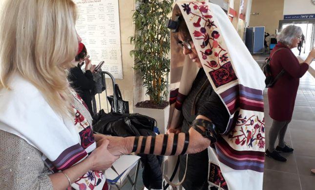 באישור סמוטריץ': נשות הכותל הקימו דוכן תפילין
