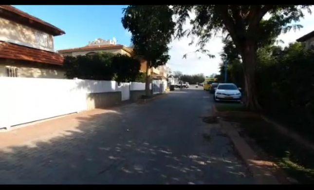 רצח בלוד: בן 50 נדקר למוות ובת 50 במצב אנוש