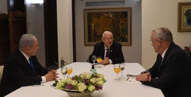 """ב""""אווירה טובה"""": גנץ ונתניהו נפגשו עם הנשיא"""
