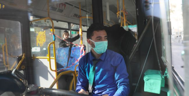 תיעוד: חולה קורונה התגלה באוטובוס, הורד בכביש 1
