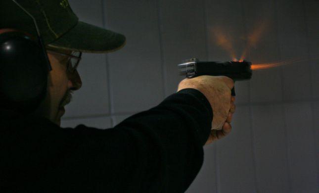 גנב את האקדח של אביו ומכר אותו בטלגרם