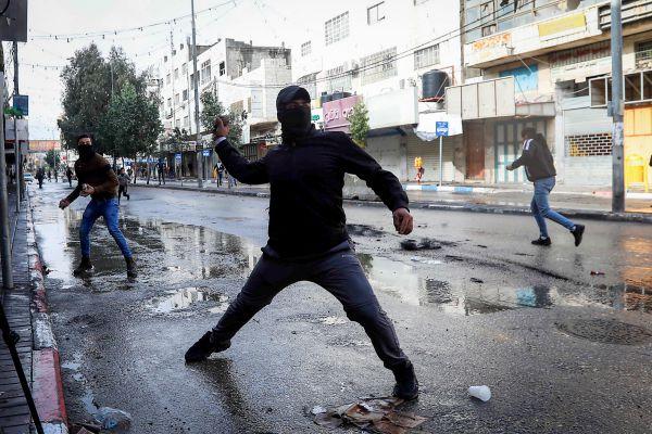 שוטרים שאכפו תקנות קורונה נאלצו לירות באוויר