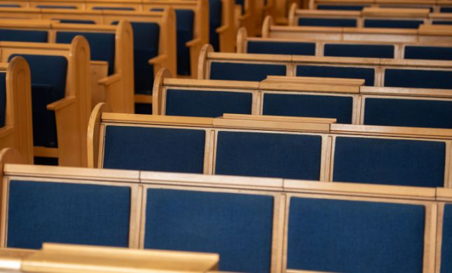 קורונה: תפילה ושירה המונית בעברית ובאנגלית