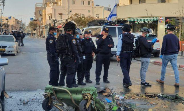 צמיגים בוערים והתקהלות: מחאה אלימה של ערבים פרצה ביפו
