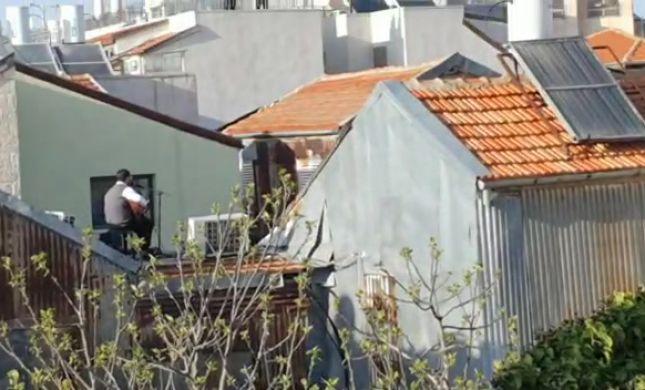 צפו: משפחת רזאל בקבלת שבת מהגג בנחלאות