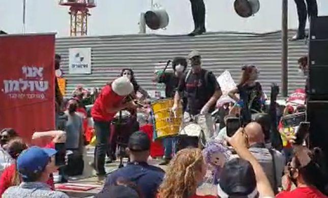 צפו: להקת מיומנה בהופעת מחאה; להציל את התרבות