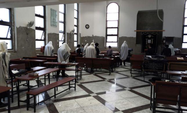 """500 ש""""ח קנס ל-30 מתפללים שהגיעו לבית כנסת"""