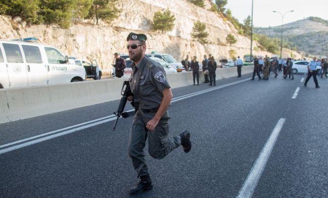 שער אפרים: שני חשודים ניסו לגנוב נשק מחייל ונעצרו