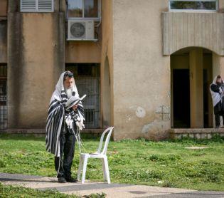 """מבזקים, שו""""ת מניין מרפסות או מניין פתחי בתים/ הרב שמואל אליהו"""