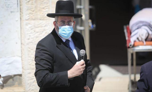 הרב לאו לנתניהו: ההגבלה על בתי הכנסת שרירותית