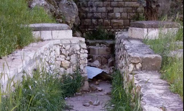 זעזוע: קבר הרב עובדיה מברטנורא חולל בהר הזיתים