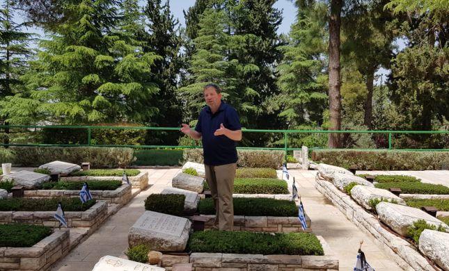 בעקבות הנופלים: סיור בהר הרצל עם אלידע בר שאול