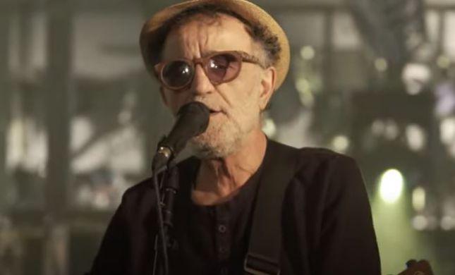 אפקט שולי רנד: צפו באהוד בנאי בשיר פועל במה 2020
