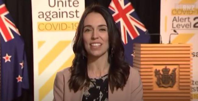 """צפו: כך הגיבה ר""""מ ניו זילנד לרעידת אדמה באמצע ראיון"""