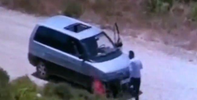 טרור הצתות: צפו בפלסטיני מצית שריפה סמוך לשילה