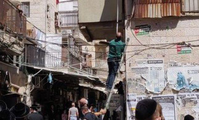 כוח משטרה הסיר דגלי פלסטין שנתלו במאה שערים