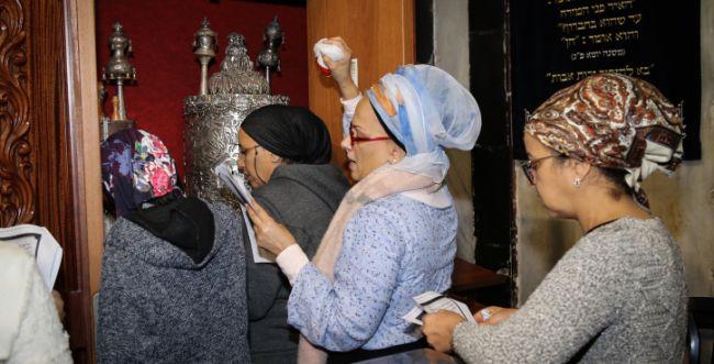 בבתי הכנסת השבת יתפללו גברים בלבד?