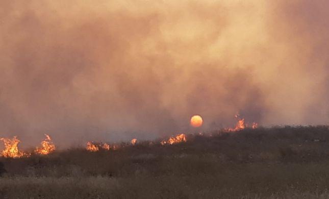 שריפת ענק מאיימת על העיר אלעד. צפו בתיעוד