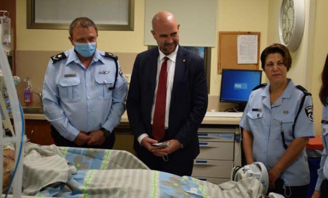 אמיר אוחנה ביקר שוטר שנפצע בפעילות מבצעית