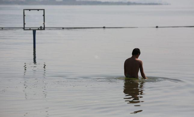 בן 65 טבע בכנרת בסמוך לחוף הנפרד; מצבו אנוש